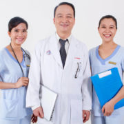 Bác sĩ Nhân và đội ngũ nhân viên điều dưỡng
